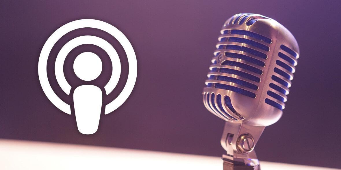 Mikrofon mit einen Podcast-Symbol